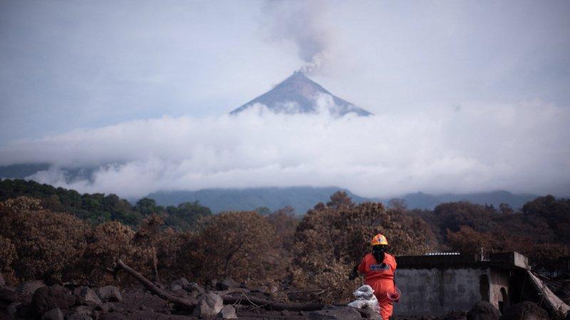 Guatemala: trois volcans projetant des cendres et de la lave menacent les habitants