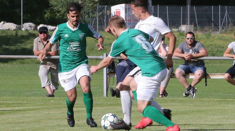 Fabrio Maselli (à gauche) a fait très mal au FC Bex en marquant trois buts.