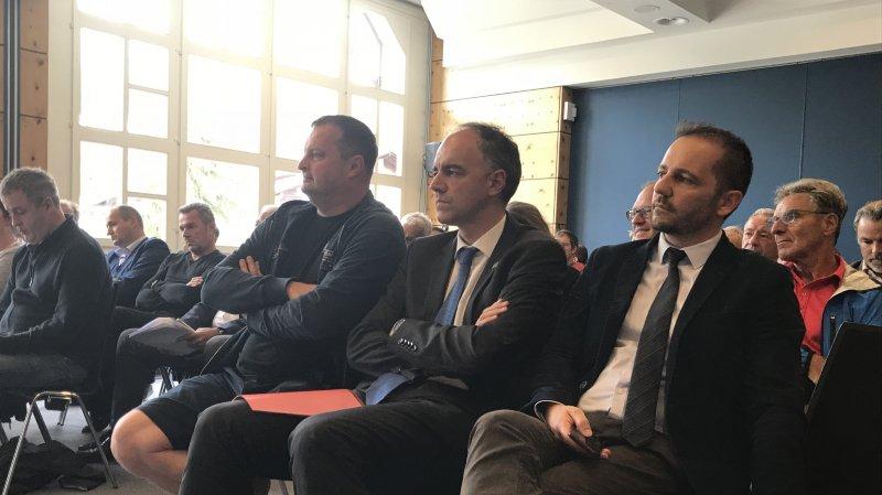 De gauche à droite: Radovan Vitek, Christophe Darbellay et Laurent Bagnoud, représentant des communes à CMA