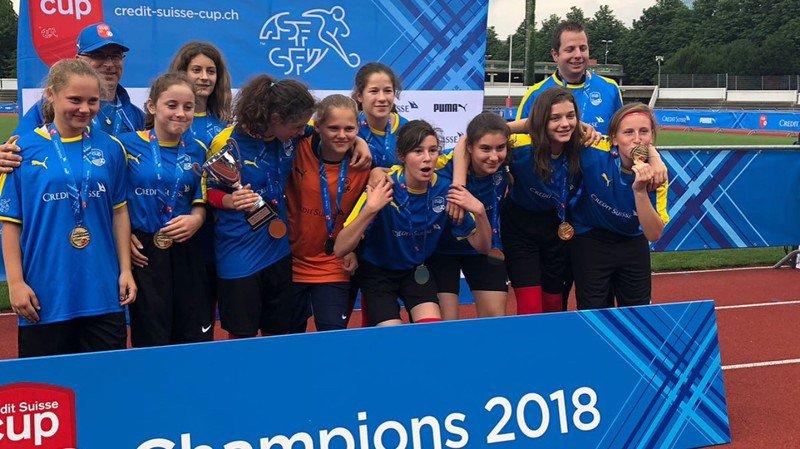 Les filles du Co de Derborence sont championnes suisse de football des écoles.