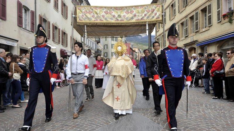 La présence de la police cantonale à la Fête-Dieu étant liée à celle du Conseil d'Etat, aucun des deux ne défilera à partir de 2019.