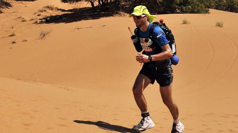 Florian Vieux court en plein désert du Sahara. Avec l'expérience, il a trouvé comment gérer son effort dans des conditions extrêmes.
