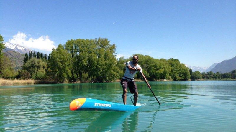 """Nick Crettenand, """"pagayeur de gouille"""", espère que le lac Léman sera calme ce samedi."""