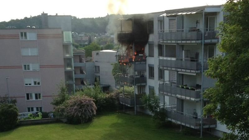 Gros dégâts sur un immeuble après l'incendied'un grill à gaz (ZH)