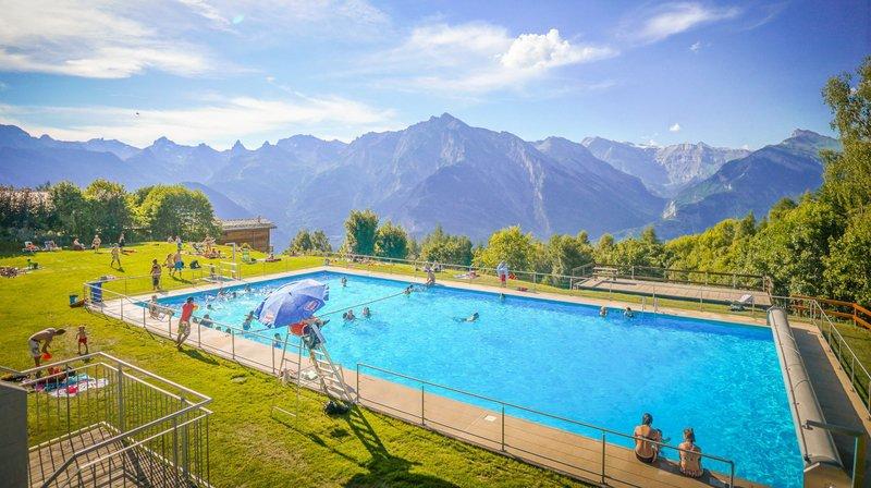 Des piscines offrent en sus des vues panoramiques.A  Haute-Nendaz,  en moyenne 9000 visiteurs sont comptabilisés sur la saison d'été.