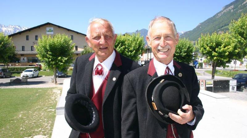 Micky Roduit (à g.) et Roland Carron se réjouissent de vivre une énième Fête cantonale des costumes à Fully ce week-end.