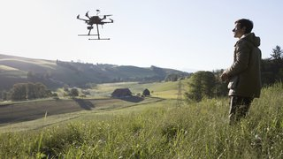 Vaud: des drones équipés de caméras pour sauver les faons couchés dans les champs