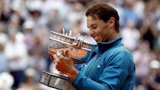 """Roland-Garros: victime d'une crampe, Nadal aurait """"même joué de la main droite"""" pour ne pas quitter le court"""
