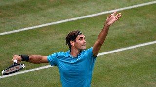 Tennis: en se qualifiant pour la demi-finale à Stuttgart, Federer est à une victoire du trône