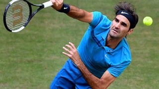 Roger Federer: le gazon est une surface à part, parfois aléatoire