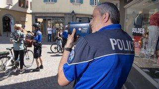Sion: la police réalise des opérations de prévention pour mieux faire cohabiter piétons et cyclistes