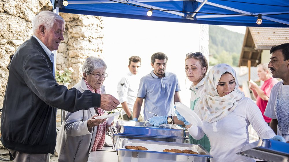 La population de Vernamiège a apprécié les spécialités concoctées par les requérants d'asile du village.
