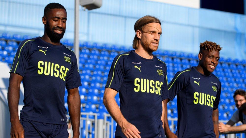 Johan Djourou et Michael Lang sont appelés à commencer le huitième de finale contre la Suède mardi prochain.