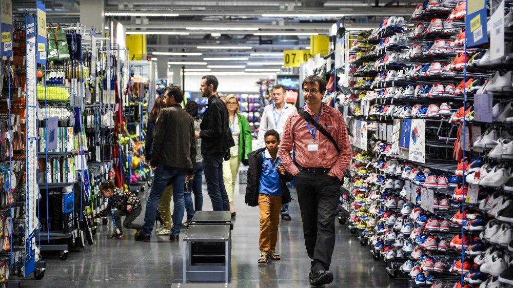 L'arrivée du groupe français Decathlon sur le marché suisse est de nature à encore faire baisser les prix, donc à accroître la pression sur les magasins d'articles de sport.