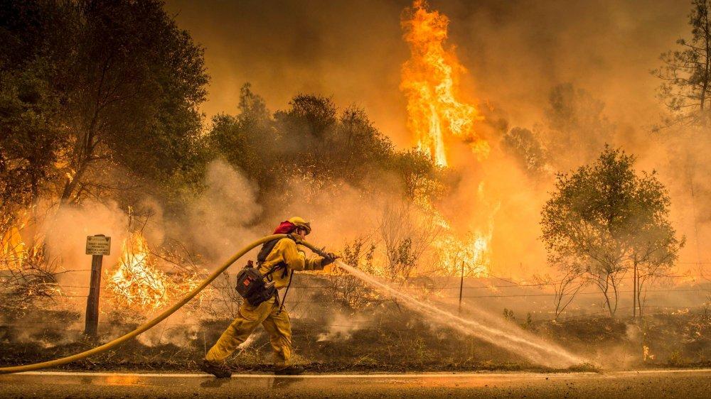 Vents et sécheresse attisent les feux en Californie