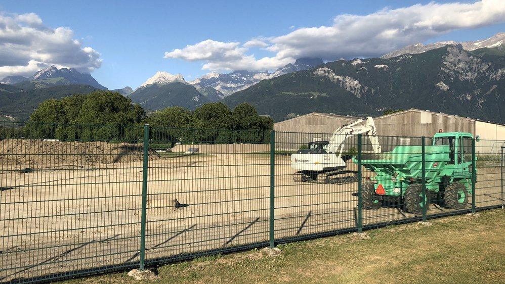 La construction du futur terrain synthétique a démarré courant juin.