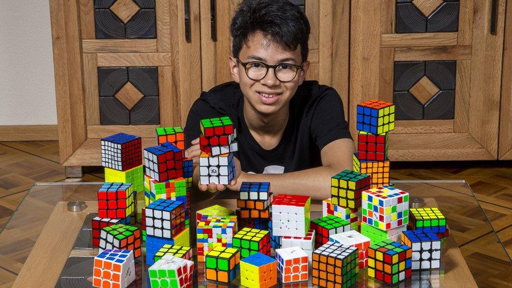 Richard Delacoste s'entraîne entre dix et vingt-cinq heures par semaine pour résoudre le plus rapidement possible les Rubik's Cubes.