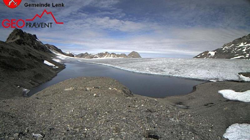 Le lac des Faverges à 2700 mètres d'altitude est alimenté par la fonte des glaces et se vide chaque année au début du mois d'août.