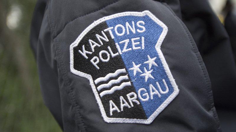 Durant la seule journée de vendredi, la police cantonale argovienne a reçu par téléphone une vingtaine d'annonces de tels cas, soit des tentatives d'escroquerie par des personnes qui se font passer pour des policiers. (illustration)