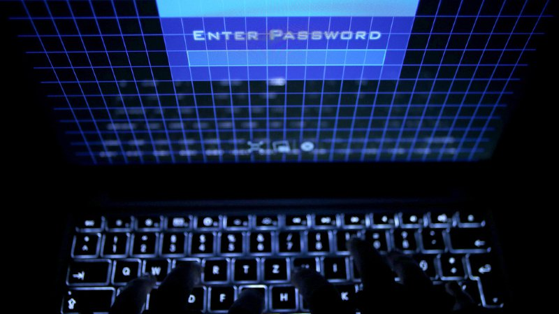 Cybercriminalité: la justice suisse fait arrêter deux suspects aux Pays-Bas