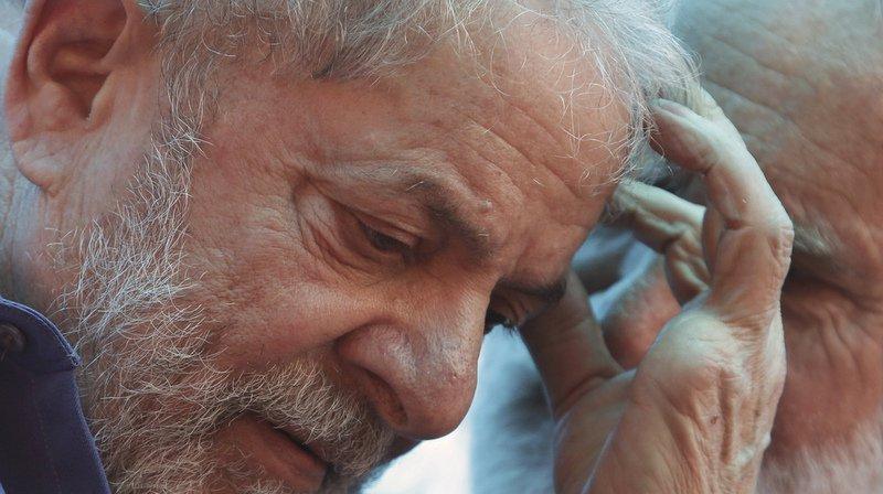 Brésil: l'ex-président Lula reste en prison après l'annulation d'un ordre de libération