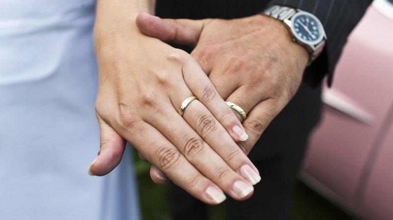 Le PDC demande au Tribunal fédéral de trancher sur son recours contre la votation fédérale de 2016 sur l'imposition des couples mariés.
