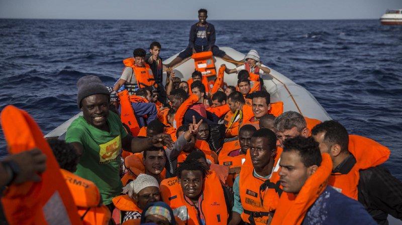 Crise migratoire: interdit d'accoster en Italie, le bateau d'une ONG se dirige vers Barcelone