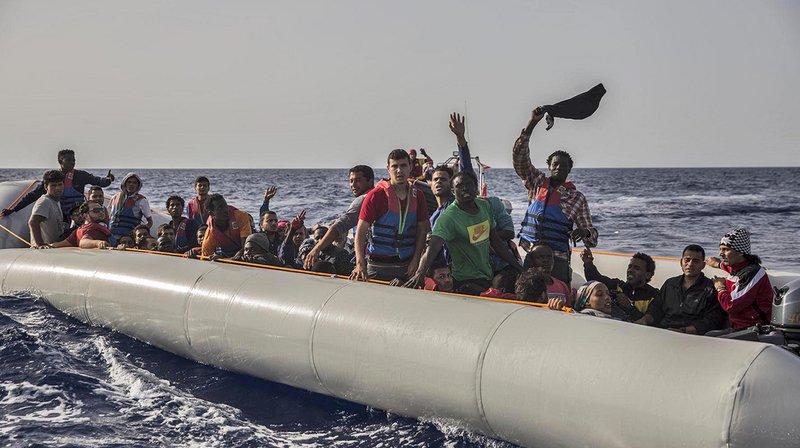 59 migrants sauvés en Méditerranée par une ONG espagnole. L'Italie refuse qu'ils accostent sur son territoire.