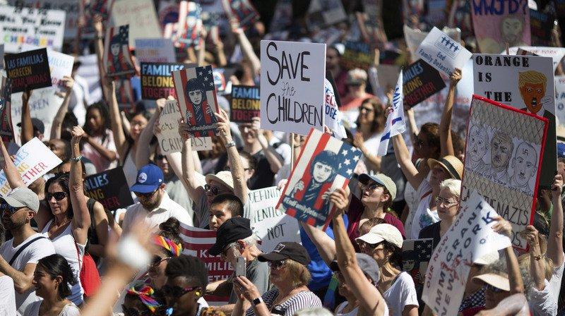 Des centaines de rassemblements ont eu lieu aux Etats-Unis afin de protester contre la politique migratoire de D. Trump.