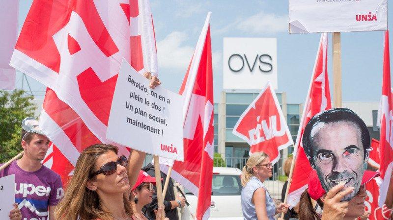 Les vendeuses ont réclamé un plan social pour l'ensemble des 1180 salariés en Suisse au même niveau que les collaborateurs touchés en Autriche.
