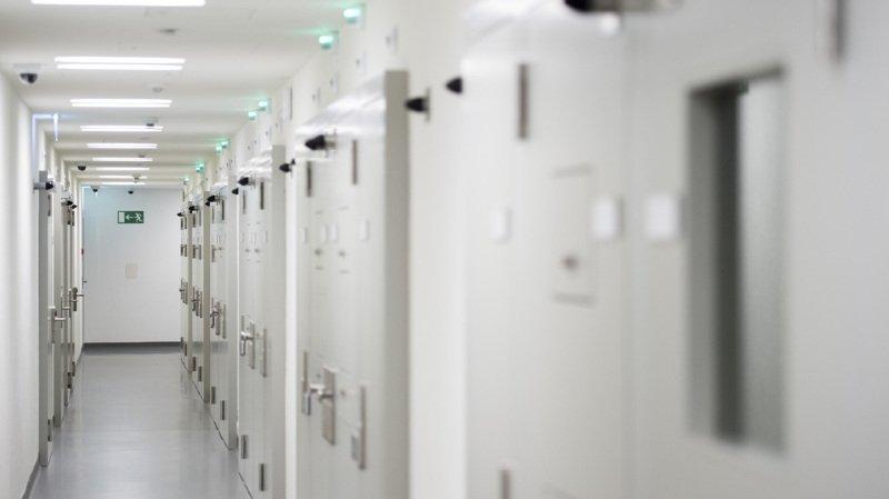 Exit a informé le détenu que sa demande sera prise au sérieux. (illustration)