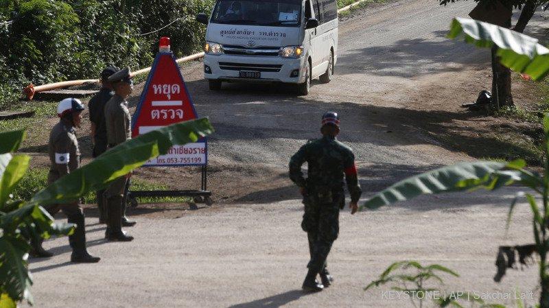 Thaïlande: huit des douze garçons coincés dans une grotte ont déjà pu être évacués