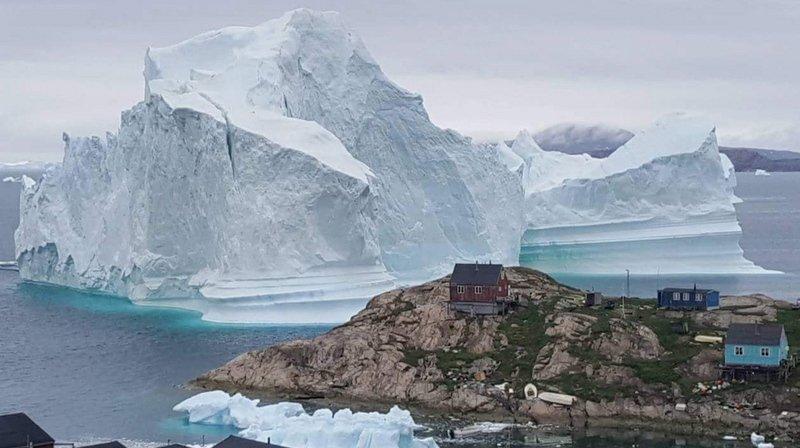 Groenland: un gigantesque iceberg a dérivé tout près d'un village