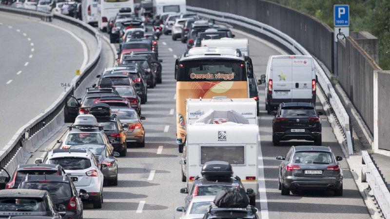 Tunnel du Gothard: nouvelle vague de vacanciers, nouveaux bouchons devant l'entrée nord