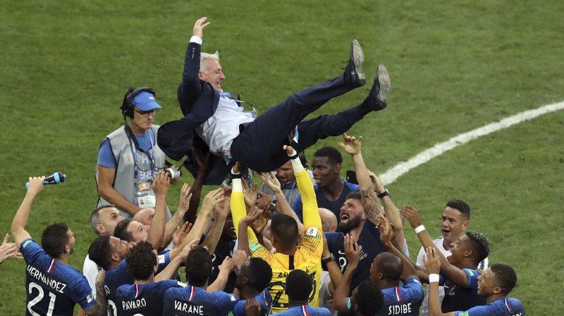 Didier Deschamps devient le troisième homme à gagner deux fois la coupe du monde, d'abord comme joueur, puis comme entraîneur, après Zagallo et Beckenbauer.
