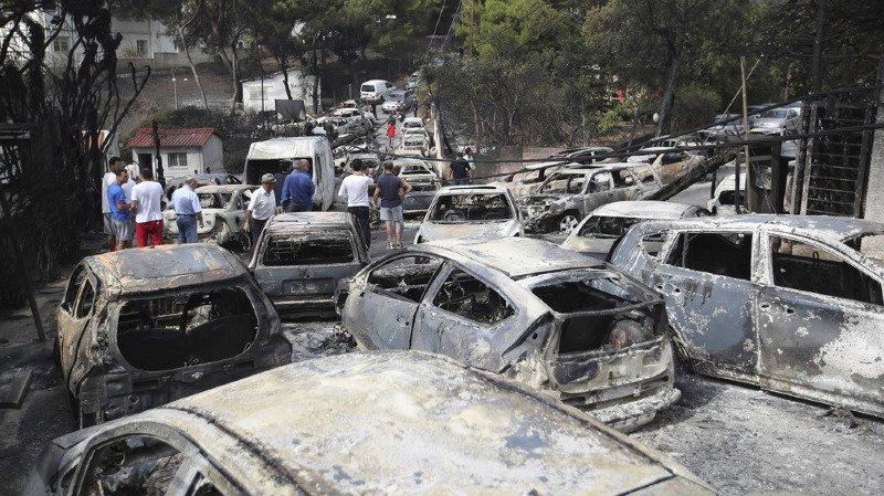 Grèce: le bilan des incendies à l'est d'Athènes grimpe à 74 morts