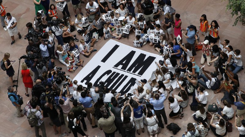 Des familles sont venues protester à Washington pour que l'échéance soit repoussée.