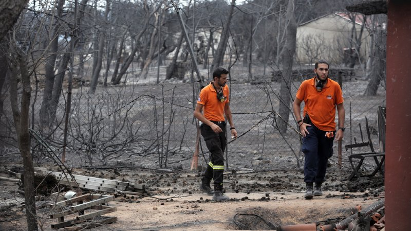 """Incendie en Grèce: le gouvernement suspecte des """"actes criminels"""""""
