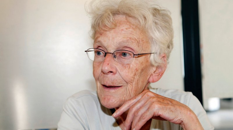 Anni Lanz, 72 ans, n'accepte pas d'avoir été condamnée pour avoir aidé un réfugié.