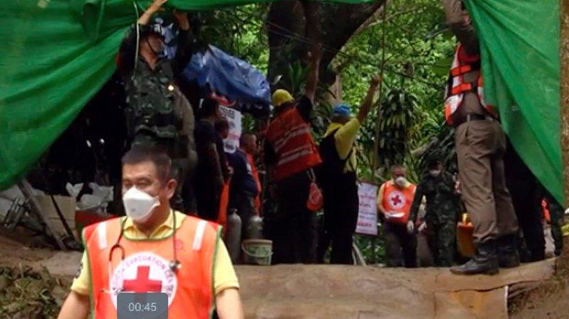 Déjà huit enfants sauvés de la grotte