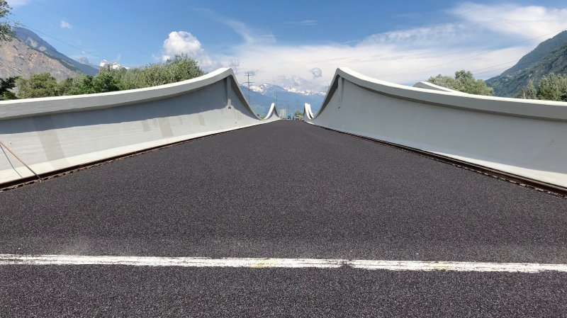 """L'assainissement du pont sur le Rhône, à Riddes, entre dans le cadre des travaux de réfection de l'A9 """"Martigny et environs""""."""