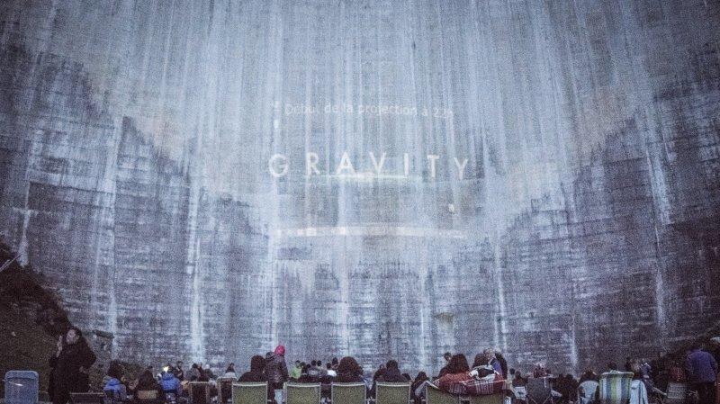 Des films à voir dans des lieux inédits, comme «Gravity», l'été dernier au barrage de Moiry.