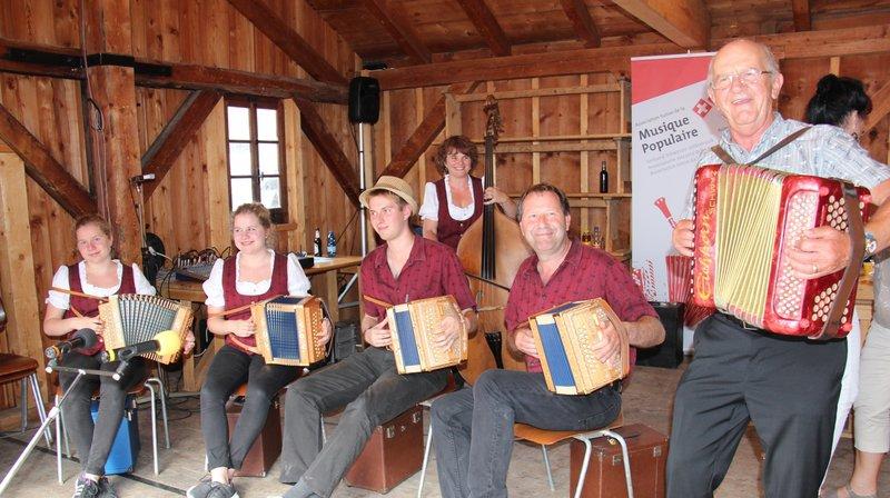 Ambiance champêtre garantie à Grimentz ce week-end avec une dizaine d'ensembles de musique populaire.