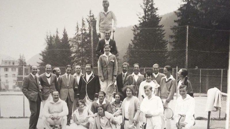 Dans les années 1920, la bonne société de Monthey et de Morgins venait jouer au tennis dans la station.