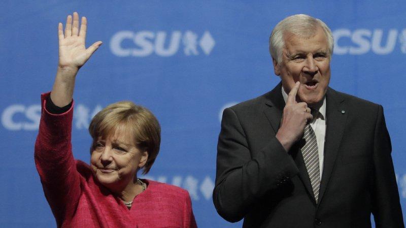 L'entente entre Merkel et Seehofer n'est plus la même qu'en début de mandat. (AP Photo/Matthias Schrader, file)