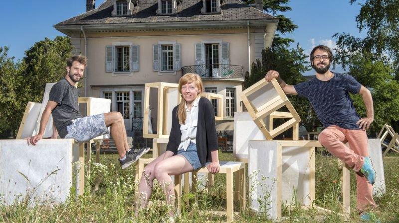 Julien Moret, Maud Richard et Matthieu Monnard invitent petits et grands à venir s'amuser avec les modules en bois et en toile installés dans le parc de la Maison Blanche.