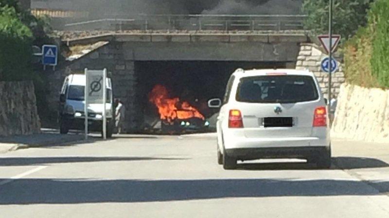 L'unique personne a bord du véhicule n'a pas été blessée.