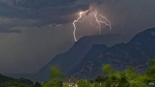 Valais: l'impressionnant orage qui a balayé le canton vendredi a fait peu de dégâts