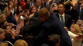 Helsinki: incident pendant la conférence de presse de Trump et Poutine