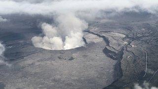 """Hawaï: une vingtaine de personnes blessées par une """"bombe de lave"""""""